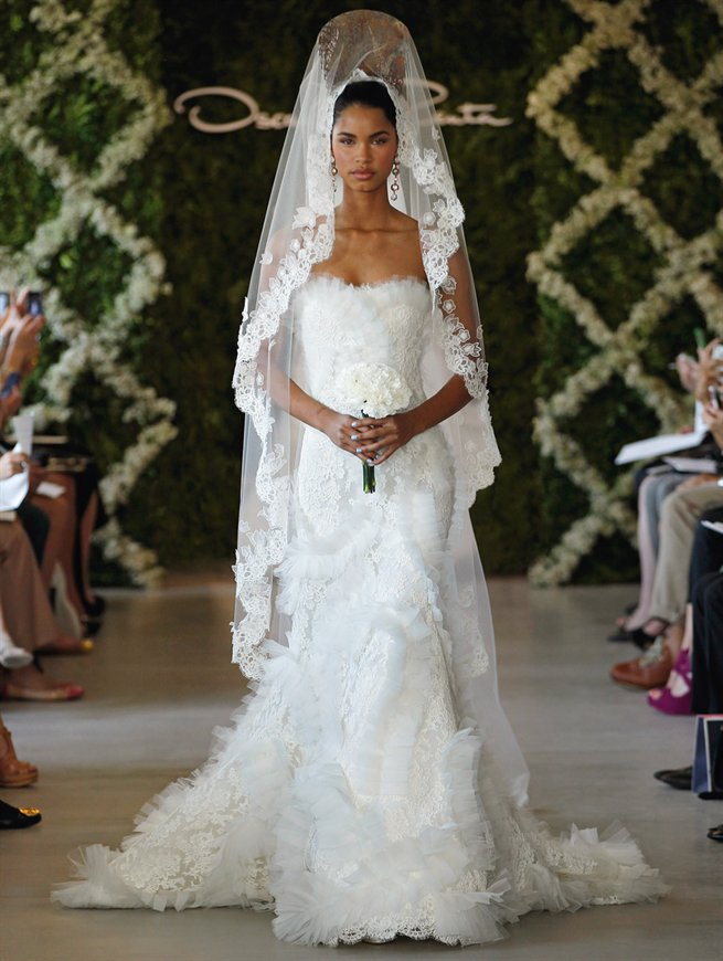 In July 2017 Milan S Sposaitalia Lusan Mandongus Presented Her Collection Including This Magnificent Lace Wedding Dress