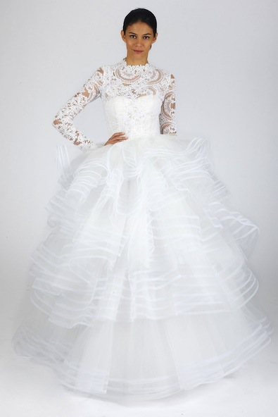 And Lifetime Achievement Award Winner Of Cfda Fills The Runways With Consistenly Clic Dreamy Bridal Designs For Every Bride There Is A Dress