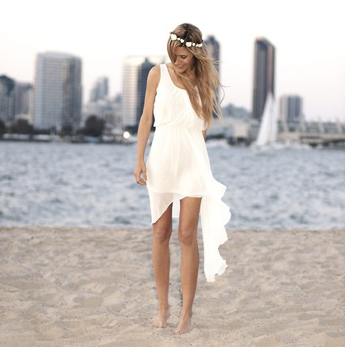 Casual beach wedding dresses glammed up for Wedding dresses casual beach