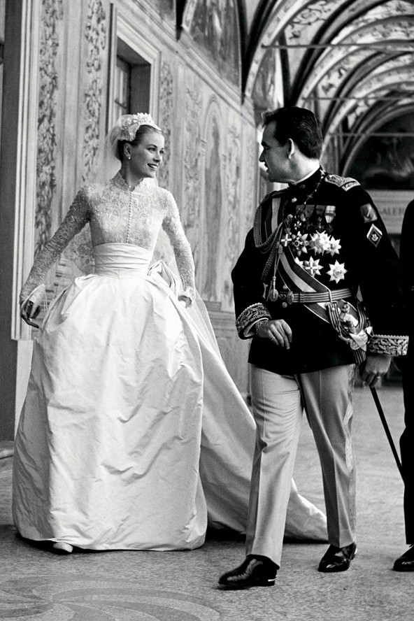 http://www.weddingdressesilove.com/images/grace_kelly_wedding_dress.jpg