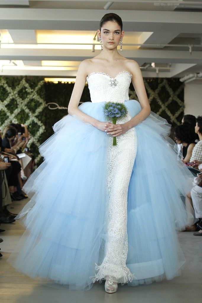 Oscar de la Renta Wedding Dresses are \'Hot\' Couture Luxurious Designs
